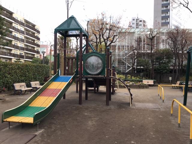 の 公園 近く